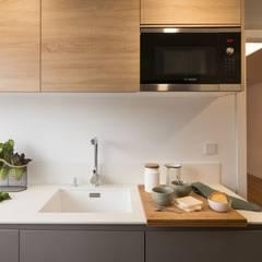 :  Built-in kitchens by Estudio de Interiorismo Valeria Bonomi
