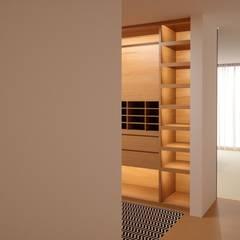 ห้องแต่งตัว by Fabio Pereira & João Fraga, Arquitetos
