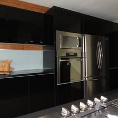 Built-in kitchens by La Central Cocinas Integrales S.A de C.V,