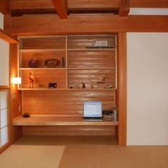 なつちゃんの家: 田村建築設計工房が手掛けた書斎です。