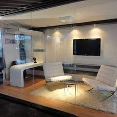 Proyectos arquiteconitcos en Contenedores Maritimos: Espacios comerciales de estilo  por WORLD CONTAINER COLOMBIA