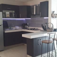 Built-in kitchens توسطMaref Arquitectos, مدرن