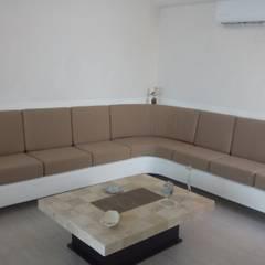 Sala de concreto: Salas de estilo topical por Maref Arquitectos