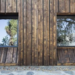 Wooden windows by Crescente Böhme Arquitectos, Minimalist Wood Wood effect