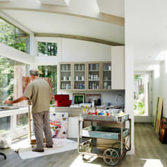 Mill Valley Cabins:  Study/office by Feldman Architecture