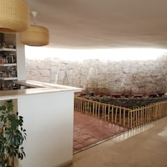 CASA DE LA PIEDRA CHIU-CHIU, II REGIÓN DE ANTOFAGASTA: Muebles de cocinas de estilo  por RH+ ARQUITECTOS