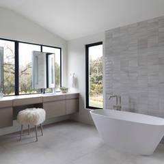 Woodpecker Ranch:  Bathroom by Feldman Architecture