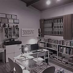 Escritório da arquiteta: Escritórios  por Cláudia Bertoche Arquitetura e Interiores