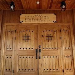 Входные двери в . Автор – 에이프릴디아