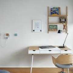 Apartament w Silver House: styl , w kategorii Pokój dziecięcy zaprojektowany przez Studio Potorska
