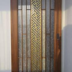 Puertas de estilo  por 에이프릴디아