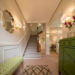 Reforma integral de vivienda: Escaleras de estilo  de Sube Susaeta Interiorismo