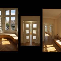 appartement QDO: Salon de style de style Classique par Laure van Gaver