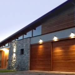 Viviendas Loteo Las Lavandas: Casas de madera de estilo  por Azcona Vega Arquitectos,Moderno