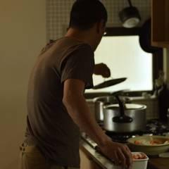 オーダーキッチンがある暮らし: 注文家具屋 フリーハンドイマイが手掛けたキッチン収納です。