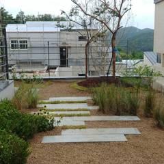 주택정원 - 경기도 고기동 타운하우스 정원 프로젝트 by (주)더숲 모던