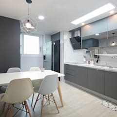 Dining room by 이즈홈, Modern