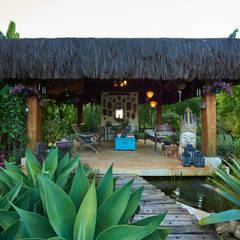 Gazebo Oriental Sobre Espelho D'Água : Jardins asiáticos por Maria Luiza Aceituno arquitetos