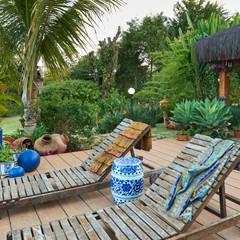 Espreguiçadeiras no Deck: Jardins asiáticos por Maria Luiza Aceituno arquitetos