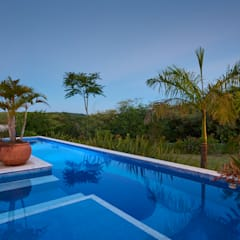 مسبح حديقة تنفيذ Maria Luiza Aceituno arquitetos , أسيوي