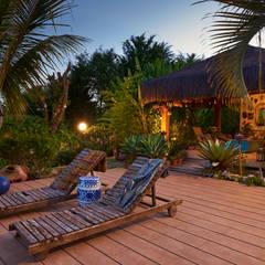 Espreguiçadeiras Sobre o Deck: Jardins asiáticos por Maria Luiza Aceituno arquitetos