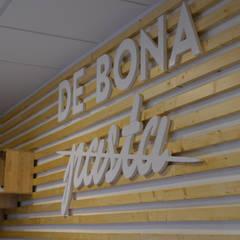 De Bona Pasta: Locales gastronómicos de estilo  de Estudi Aura