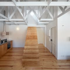 Dom Vasco: Escadas  por arriba architects