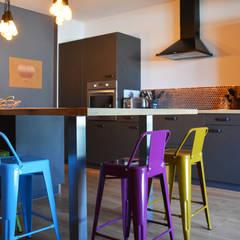 Cocinas equipadas de estilo  por Koya Architecture Intérieure
