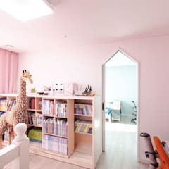 Nursery/kid's room by 디자인투플라이