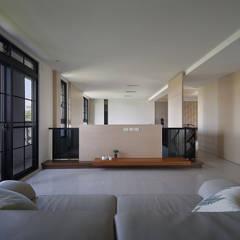 Salas multimedia de estilo asiático por 夏川空間設計工作室