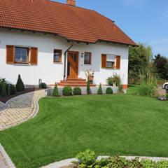 Front yard by RAUCH Gaten- und Landschaftsbau GbR
