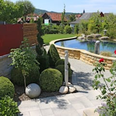 Faszination Gartenteich - modern und verspielt:  Schwimmteich von RAUCH Gaten- und Landschaftsbau GbR