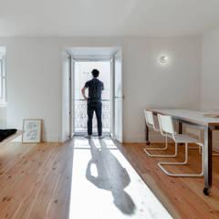 Bica do Sapato: Salas de jantar  por arriba architects