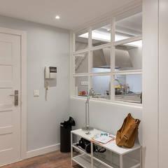 Pasillos y vestíbulos de estilo  por Gumuzio&PRADA diseño e interiorismo