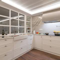 Reforma integral en Neguri: Cocinas de estilo clásico de Gumuzio&PRADA diseño e interiorismo