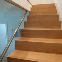 Reforma integral en El Vedat (Valencia): Escaleras de estilo  de Carmen Giner Arquitectura