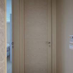 Puertas de estilo  por 夏川空間設計工作室