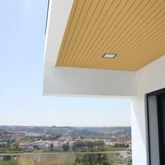 Revestimento Teto Exterior: Terraços  por Rodifel Creative Spaces