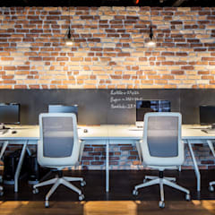 IKLIMA SENOL ARCHITECTURAL- INTERIOR DESIGN & CONSTRUCTION – Çalışma Masaları:  tarz Ofis Alanları