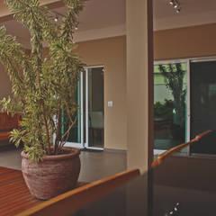 Retrofit Residencial: Garagens e edículas clássicas por canatelli arquitetura e design