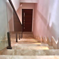 Retrofit Residencial: Escadas  por Lozí - Projeto e Obra