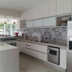 Armarios de cocinas de estilo  por Arquiteta Thiane Oliveira,