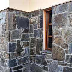 Naturstein fassade - Massive Rock: rustikale Häuser von Tschechische Steinmetze