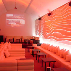DISEÑO DE BAR  XX Lager Lounge en Zapopan, Jal, México.: Bares y discotecas de estilo  por B&Ö Arquitectura interior y muebles | Diseño de bares y restaurantes / Interiorismo y Decoración México.