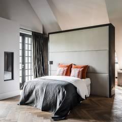 bosvilla  //  Blaricum: landelijke Slaapkamer door Studio FLORIS