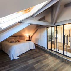 rénovation d'un appartement en duplex: Chambre de style de style Industriel par ELB architecture d'intérieur