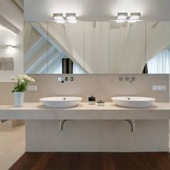 Badezimmer:  Badezimmer von Bäder Möller GmbH