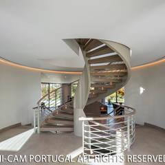 hall: Escadas  por Hi-cam Portugal