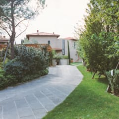 rustieke & brocante Garage/schuur door Morelli & Ruggeri Architetti