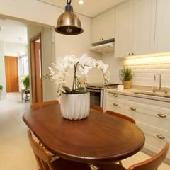 Cozinha: Armários e bancadas de cozinha  por TS Projetos